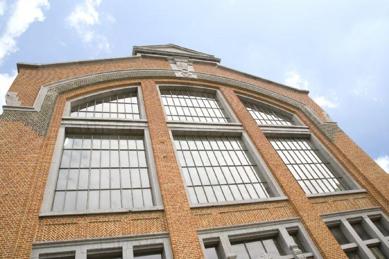 Het systeem is de ideale oplossing voor een industrieel of minimalistisch geïnspireerde architectuur, voor nieuwbouw en renovatie.