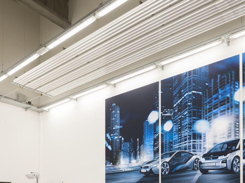 Le centre de formation BMW chauffé par des panneaux rayonnants de plafond ZIP de Zehnder