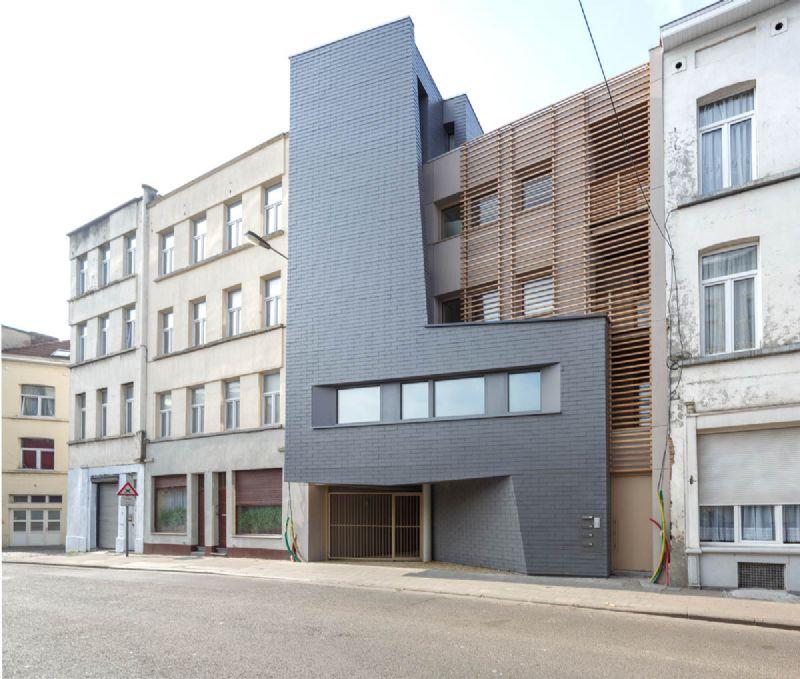 Boronda-lei siert gevel sociale huurwoningen in Sint-Jans-Molenbeek