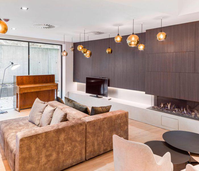 Gezien de stijlvolle, hoogwaardige materialisatie en de dito afwerking heeft het interieur veel weg van een luxehotel.