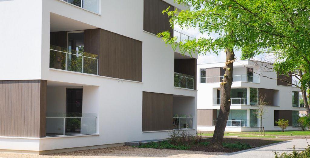 Trespa Pura NFC® souligne avec élégance les balcons d'une résidence senior