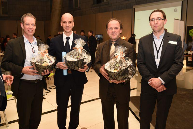 Bart van der Schueren (Materialise), Stijn Lambrechts (Sirris) Minister Ph. Muyters en Kris Binon (Flam3D).