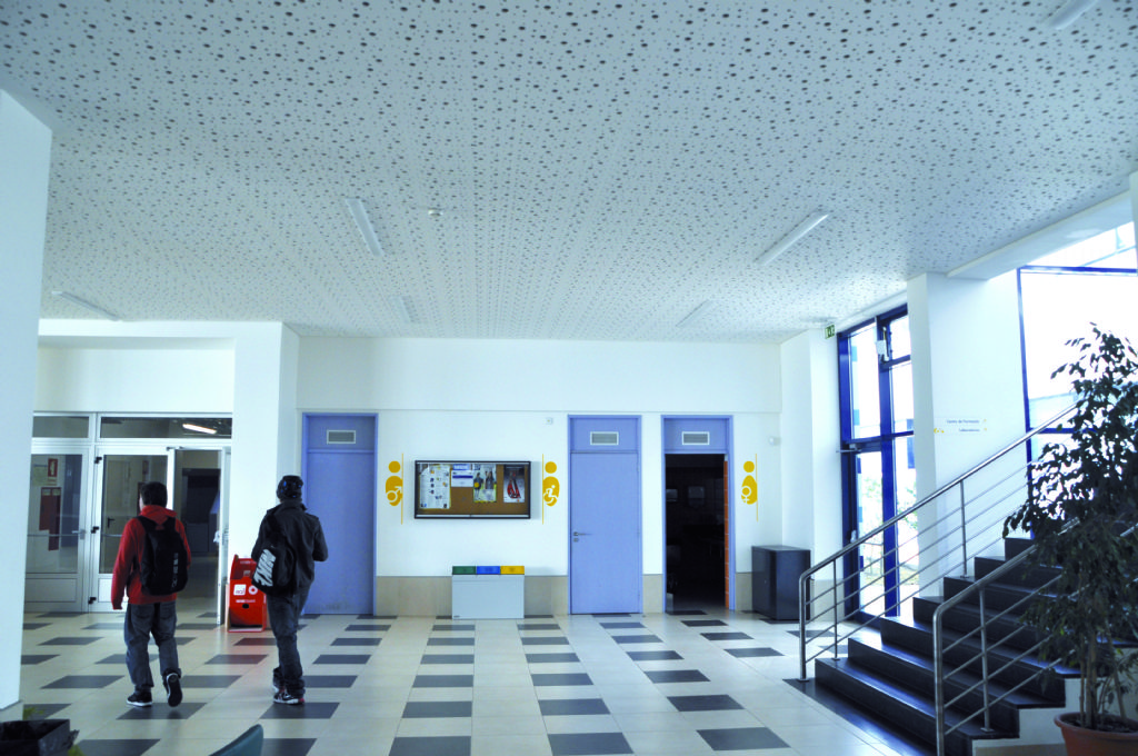 Nieuwe generatie geperforeerde gipsplaten bevordert plafondafwerking