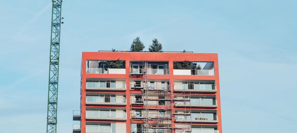 De imposante daktuin van de rooftopvilla's bestrijkt de twee bovenste verdiepingen.