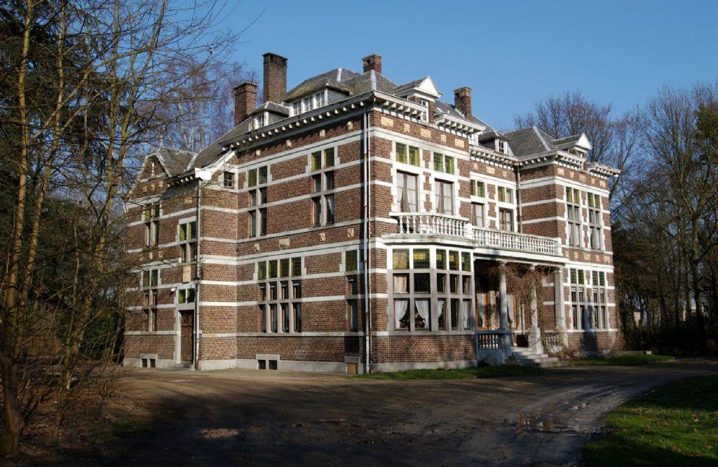 De directeursvilla voor de restauratie