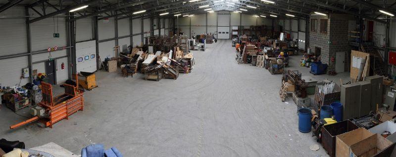 De grote Astra-hal wordt gebruikt als sorteercentrum en beschikt over 5 grote sectionaalpoorten voor maximale flexibiliteit.