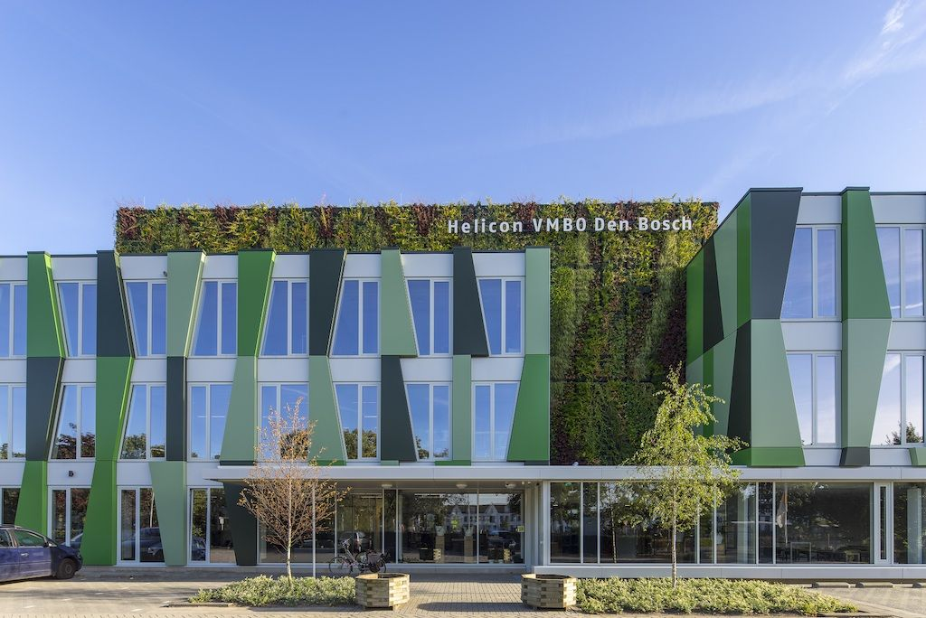 Gevel van Helicon VMBO Den Bosch symboliseert bamboe dankzij gevelpanelen Hunter Douglas