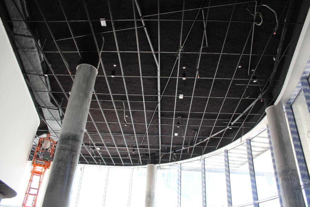 Volledig naadloos en onzichtbaar akoestisch plafond in Quatuor-torens