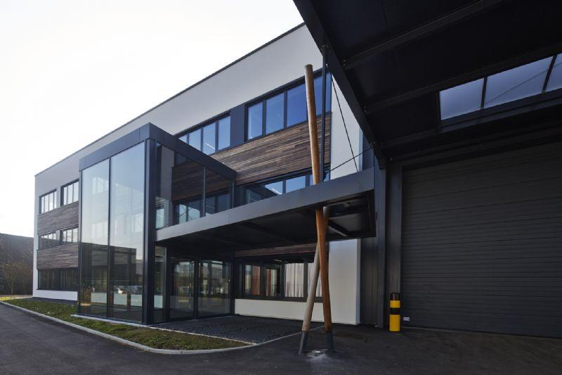 Tecnibo à Forest : première rénovation passive d'un bâtiment industriel par Gijbels
