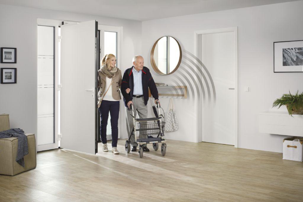 """""""Automatische deuren zijn een belangrijk onderdeel van barrièrevrij wonen. De nieuwe PortaMatic van Hörmann heeft weinig stroom nodig en is tot 25 procent goedkoper dan vergelijkbare binnendeuraandrijvingen."""""""