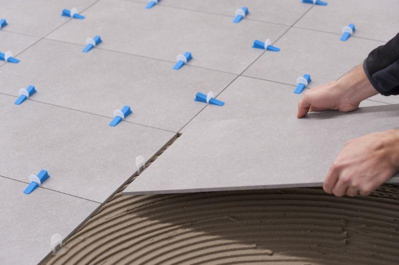 Vanaf nu kan iedere tegelzetter de vloer zelf perfect plaatsen met het Knauf Levelling System.