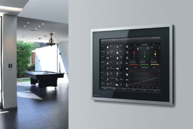 Intelligente techniek helpt energie te besparen. Met het KNX/EIB systeem kan energiebeheer worden gerealiseerd dat nauwkeurig op de behoeften van de bewoners is afgestemd. De huistechniek kan onder andere worden aangestuurd via de Gira Control 19 Client.