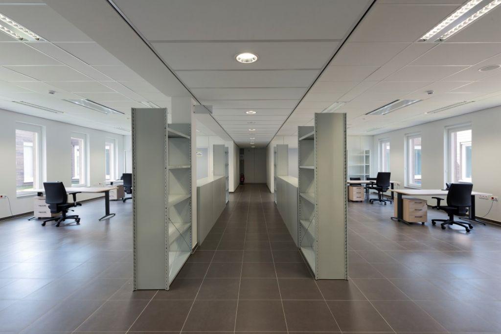 Au niveau 3, l'ensemble des locaux sont éclairés par des ouvertures en façade extérieure ainsi que par 7 patios orientés nord-sud, en plus du puits de lumière central.