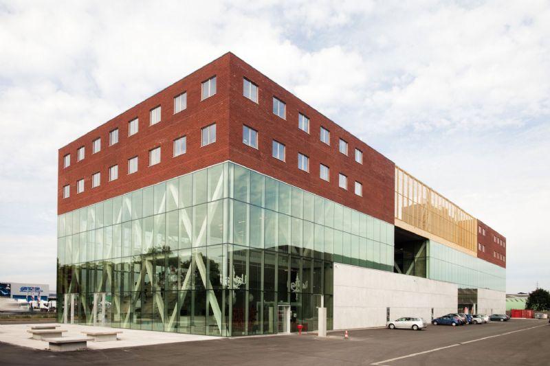Kantoorcomplex Frame 21, door B-architecten.