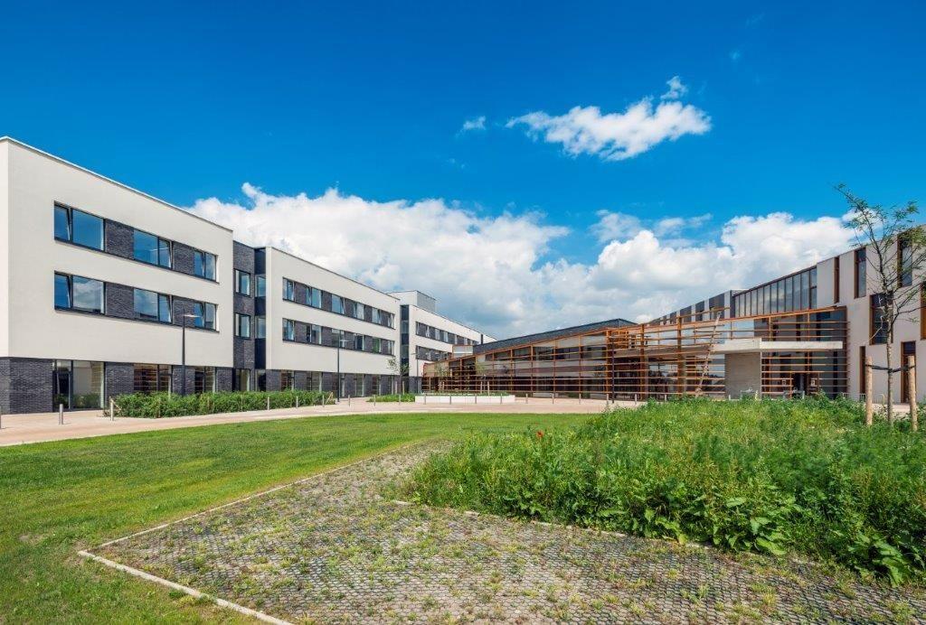 Het nieuwe laagbouwziekenhuis in Maaseik is het eerste van zijn soort in Vlaanderen. (Foto: Marc Sourbron)