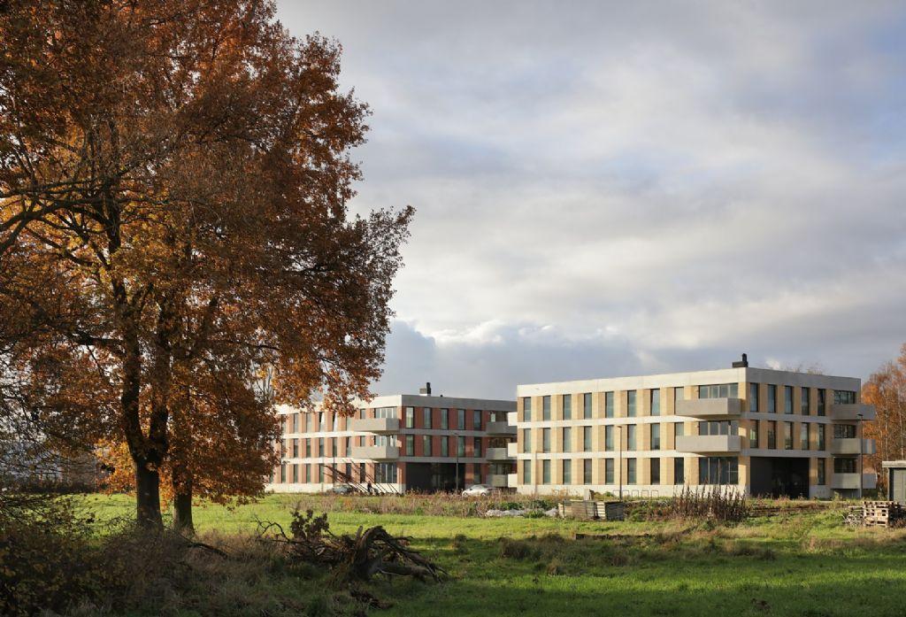 Bogerse Velden: gebalde gebouwen, geschakelde huizen en een dynamische woningrij (META architectuurbureau)