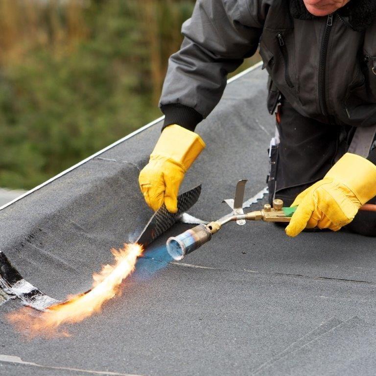 """Marc Notermans: """"We gaan er allemaal van uit dat alle bouwheren weten wat onderhoud precies inhoudt. Maar beseffen ze effectief dat ze hun dak in principe jaarlijks moeten inspecteren?"""" (Foto: Soprema)"""