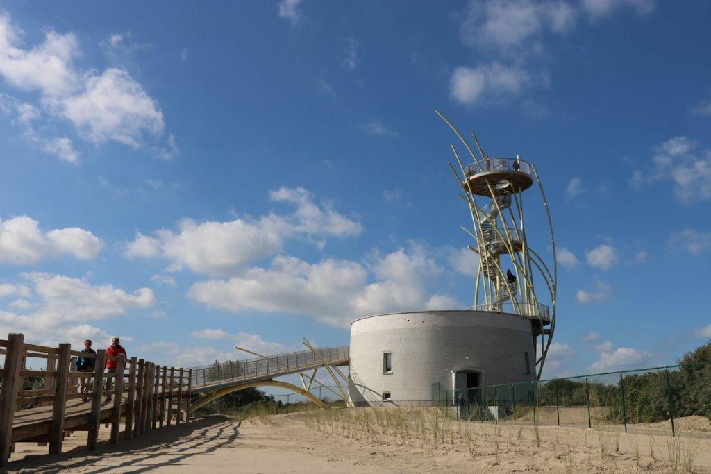 Het onderste deel van de oorspronkelijke watertoren blijft behouden en omvat nog steeds pompinstallaties aangesloten op het waterleidingnet.