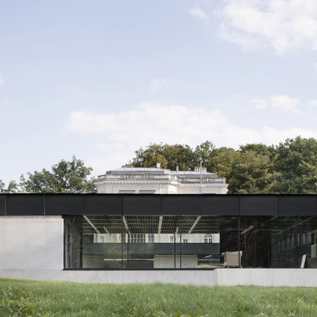 Lauréat dans la catégorie 'Bâtiment non-résidentiel à usage collectif' : Adrien Verschuere (BAUKUNST) pour l'infrastructure polyvalente à Spa, en AM avec Bouwtechniek