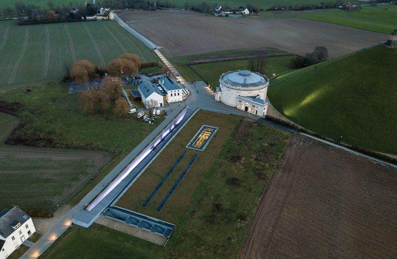 Sobere verlichting voor Memorial 1815 in Waterloo