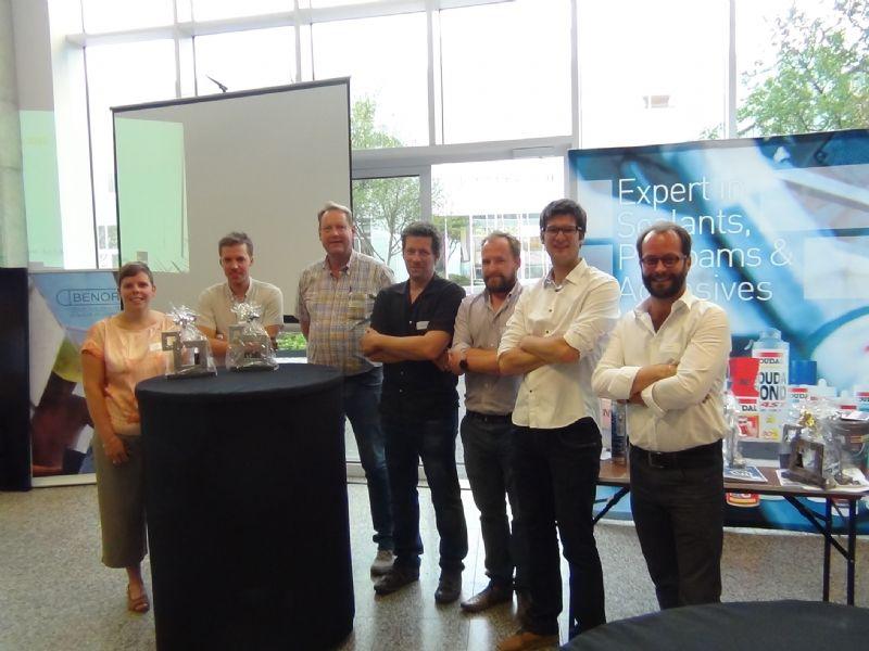 De fotografen van de shortlist met daarbij de winnaars Liesbet Goetschalckx (links), Dennis De Smet (2de links) Marc Sourbron (3de links) en Julien Forthomme (2de rechts).