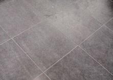 Krasvorming en vroegtijdige slijtage van keramische vloertegels