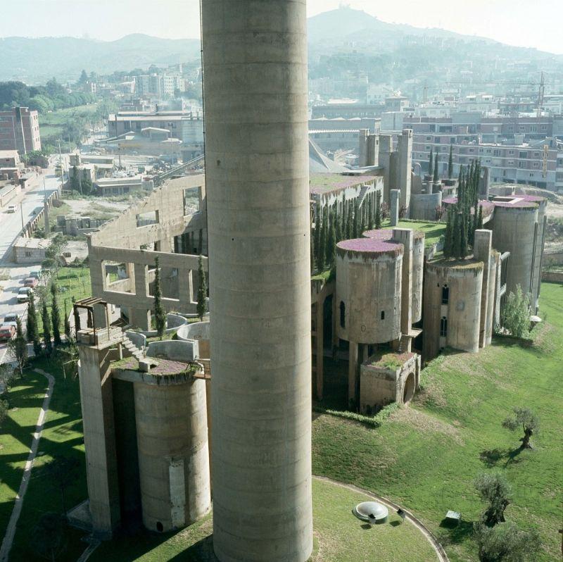 Ricardo Bofill: hervormde cementfabriek (1).