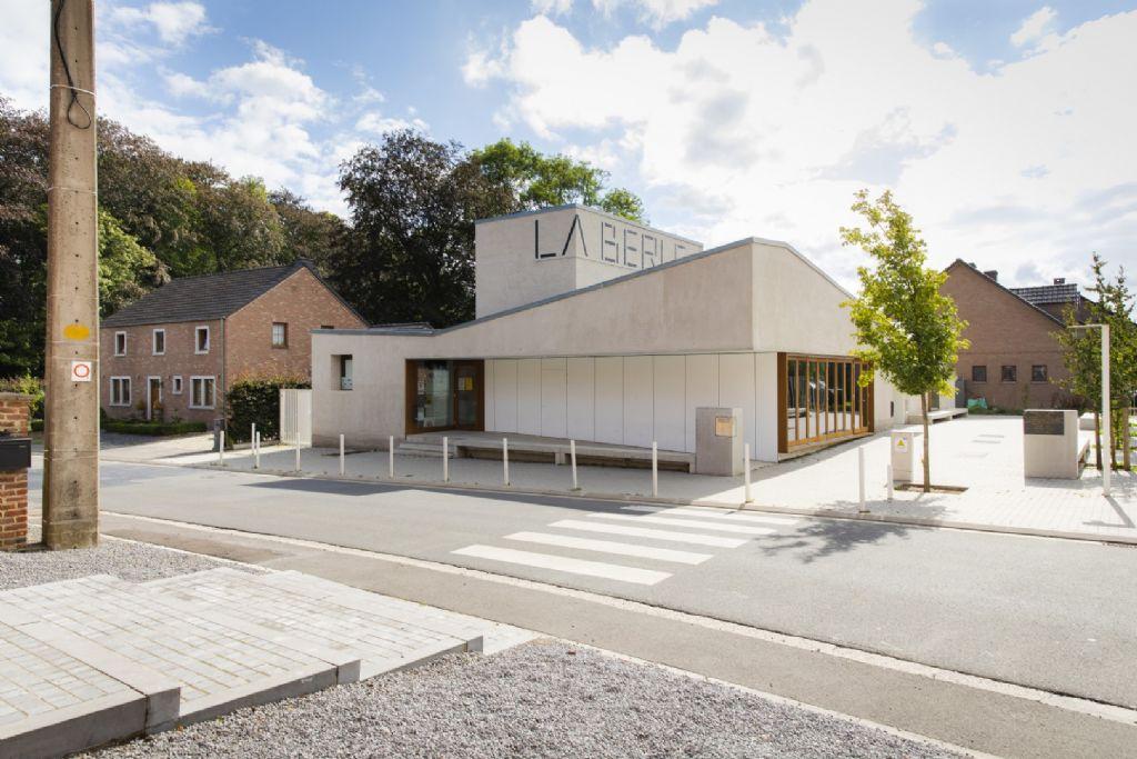 La Berle, maison rurale à Berloz (he-architectes / Georges-Eric Lantair), remporte une mention dans la catégorie 'Equipement public'.