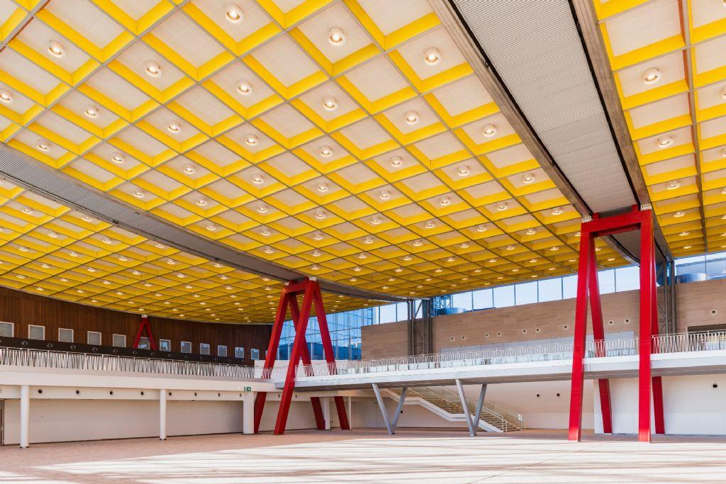 Rénovation du plafond du Skyhall à Brussels Airport : un véritable exploit