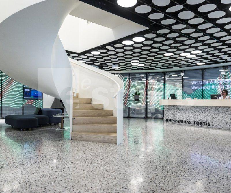 Wenteltrap is blikvanger van nieuw kantoor BNP Paribas Fortis in Gent