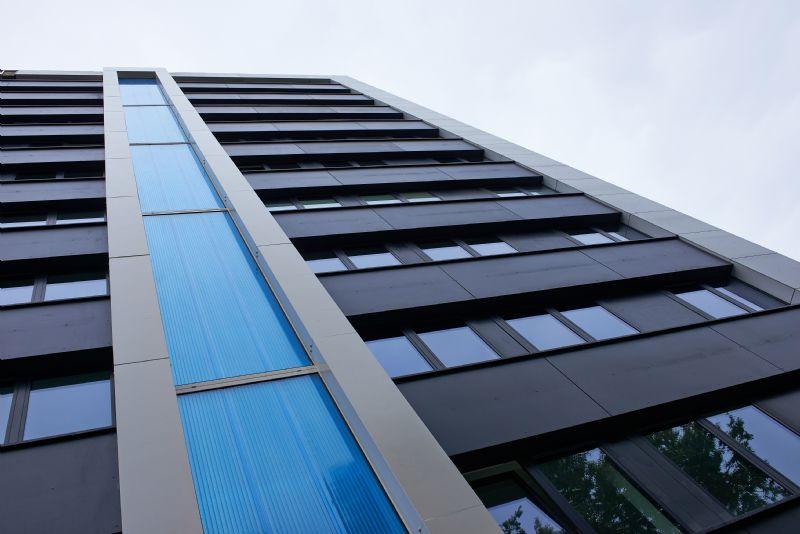 Grondige renovatie sociale woningblok met Colormat gevelplaten