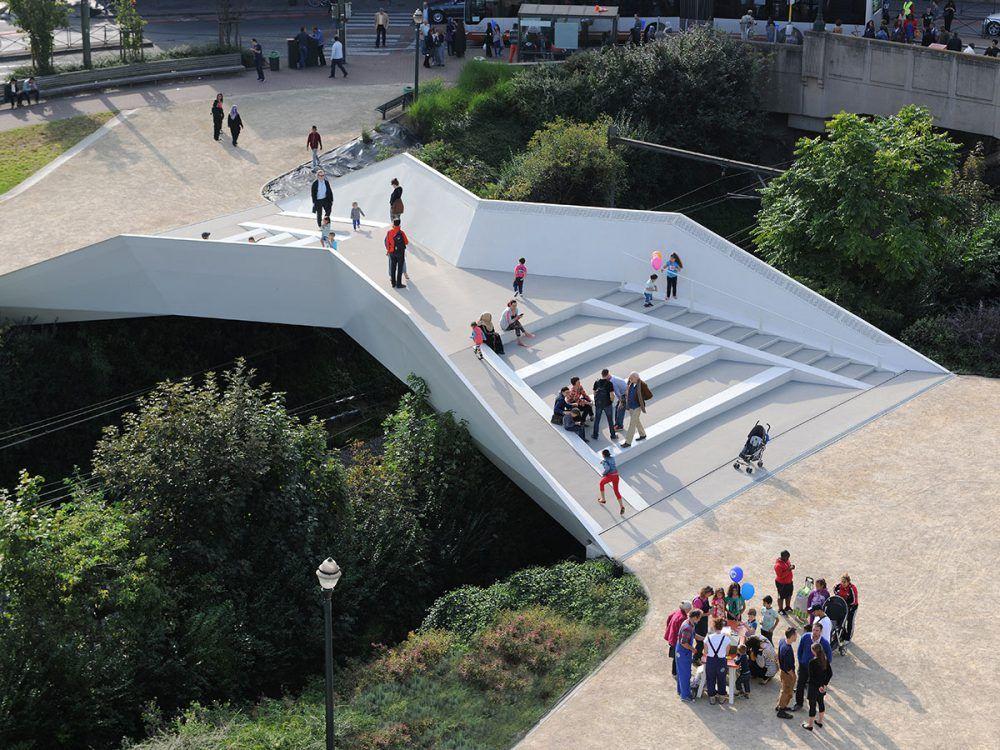 De korte loopbrug over het Verboekhovenplein in Schaarbeek.