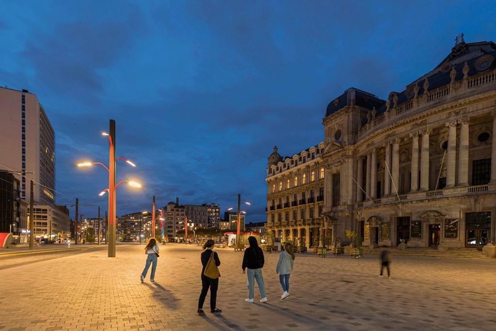 Une solution d'éclairage urbain sur mesure pour un espace communautaire dynamique
