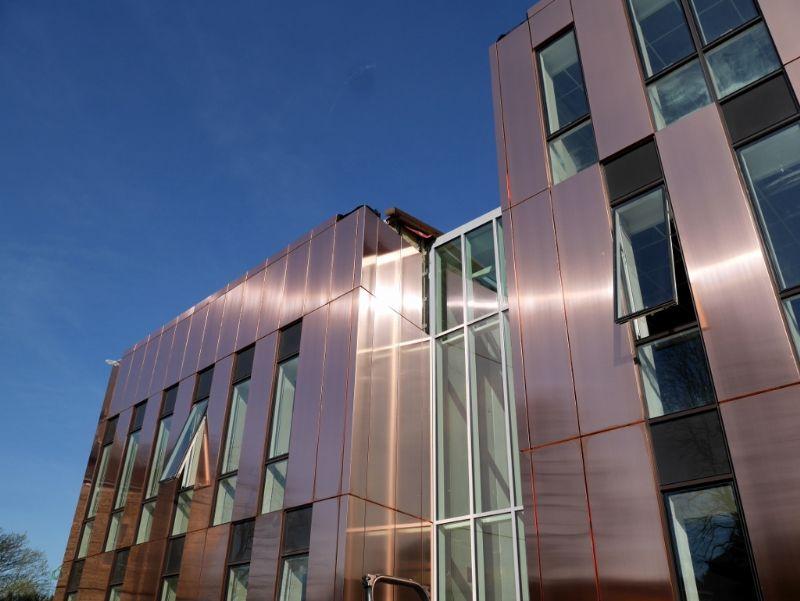 Gembloux va inaugurer son nouvel hôtel de ville... en cuivre (AM Syntaxe-Demogo-BEL)