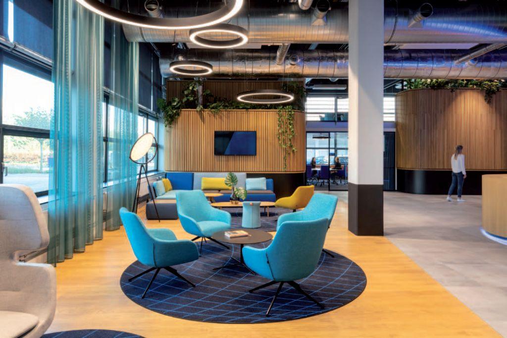 Duurzaamheid centraal met houten wandbekleding in kantoor door D/DOCK