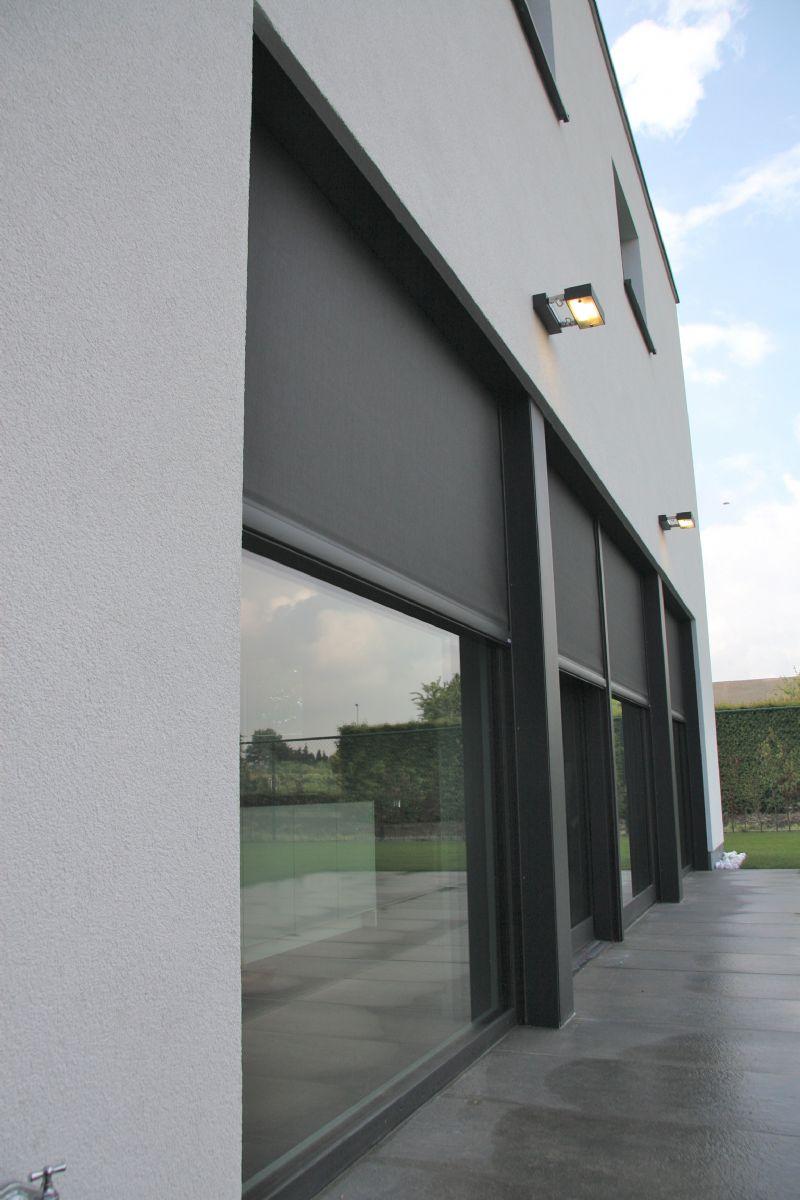 Renson Fixscreen beschermt het gebouw tegen oververhitting.