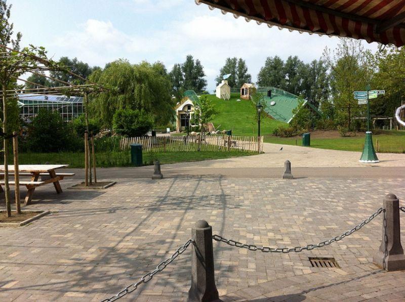 Het groendak is door Leven op Daken gemaakt. Het is 350m² groot.