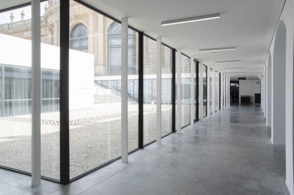 Het nieuwe ontvangstpaviljoen werd voorzien van een staal-betonconstructie en stalen ramen