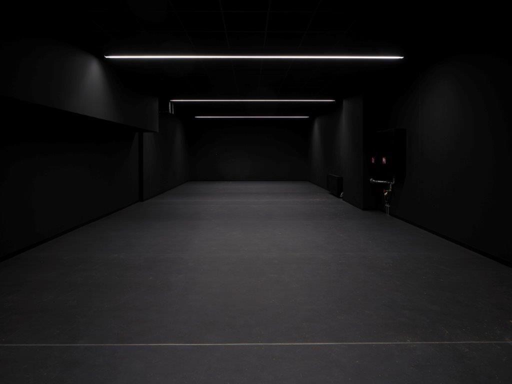 In de PXL-MAD School of Arts is ook een donkere ruimte voor foto- en video-opnames ingericht. (Beeld: Sepp van Dun)