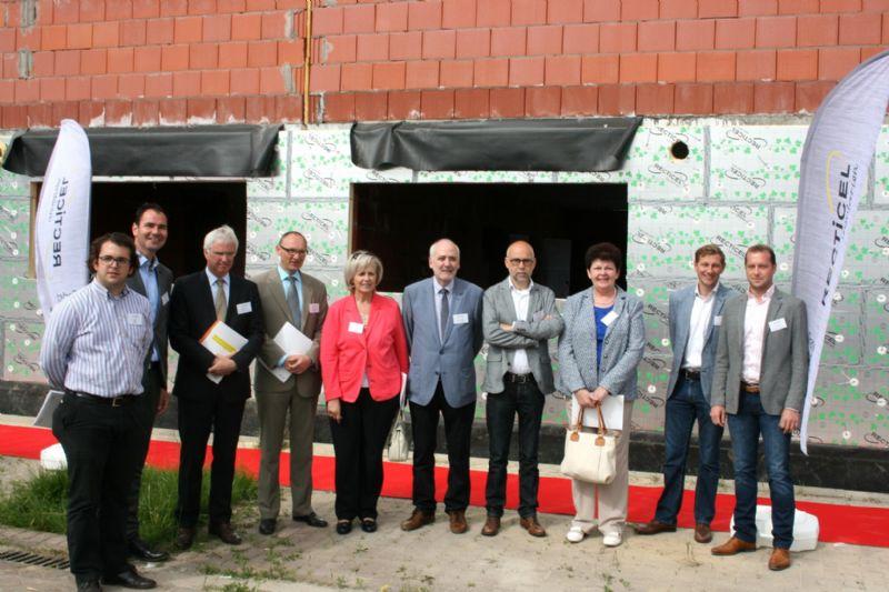 Burgemeester Jan Seynhaeve en gouverneur van West-Vlaanderen Carl Decaluwé hebben de presentatie van Recticel Insulation bijgewoond.