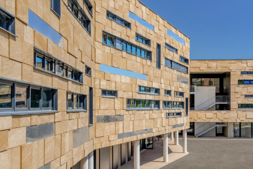 Le premier collège de France à énergie positive ouvre à Nîmes