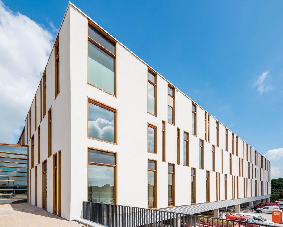 De verschillende functies van het nieuwe Ziekenhuis Maas en Kempen zijn ondergebracht in vier afzonderlijke blokken met een eigen karakter. (Foto: Marc Sourbron)