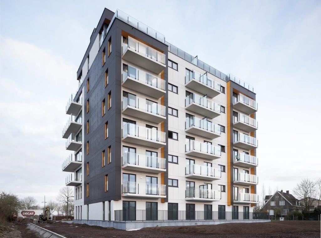 Hoogstaande architectuur met zicht op de polders en de Ijzertoren: geen wonder dat Residentie Ijzerparel deze dagen furore maakt in Diksmuide. (Foto: EQUITONE)