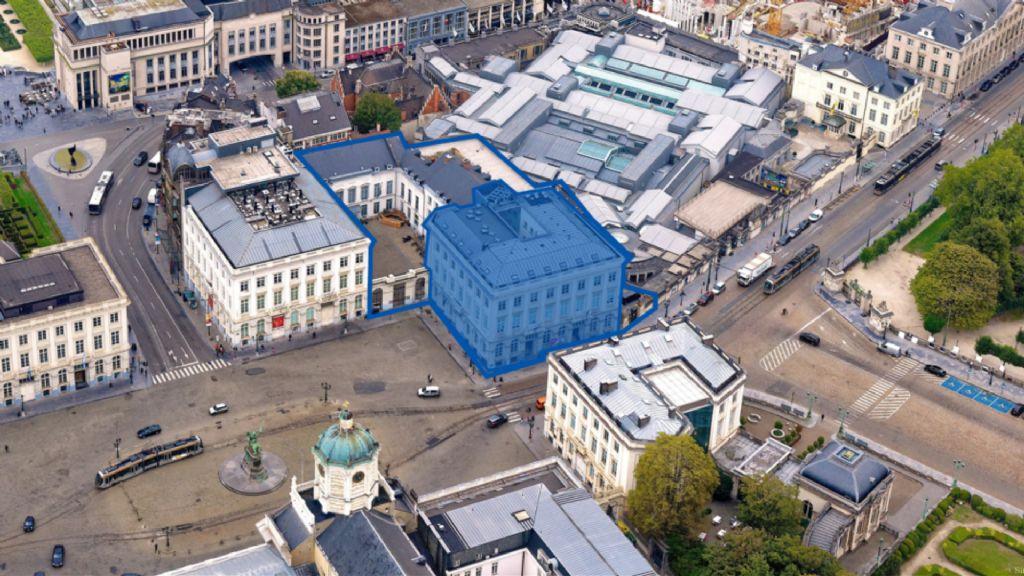 Het herinrichtingsproject betreft het gelijkvloers van het blauw gemarkeerde gebouw.