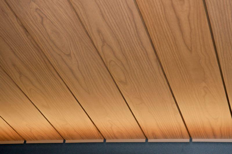 De Camargue met houten look.