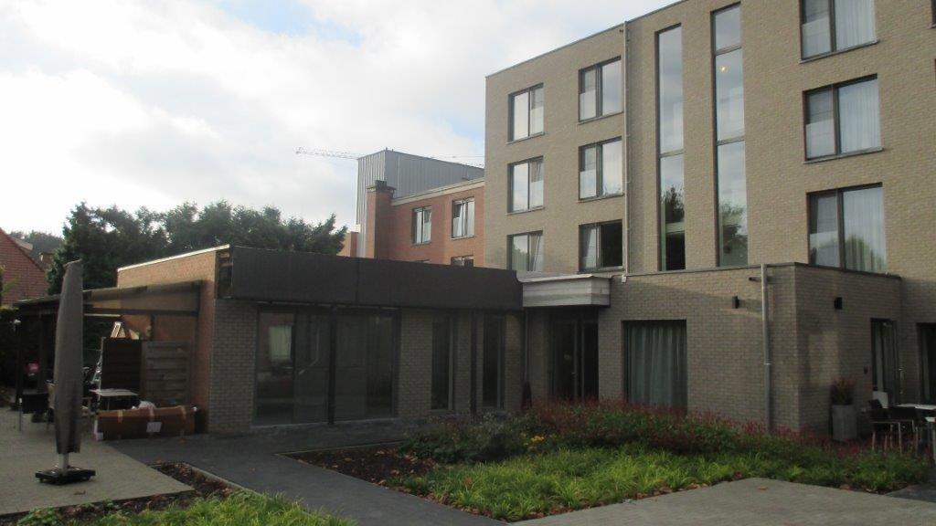 De campus beschikt over een gezellige eigen binnentuin met terras.