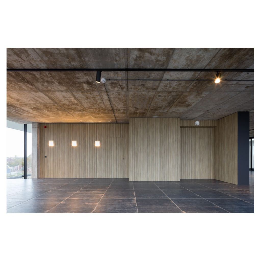 Priorité à l'acoustique dans les nouveaux bureaux et salle d'expo de Van Hulle