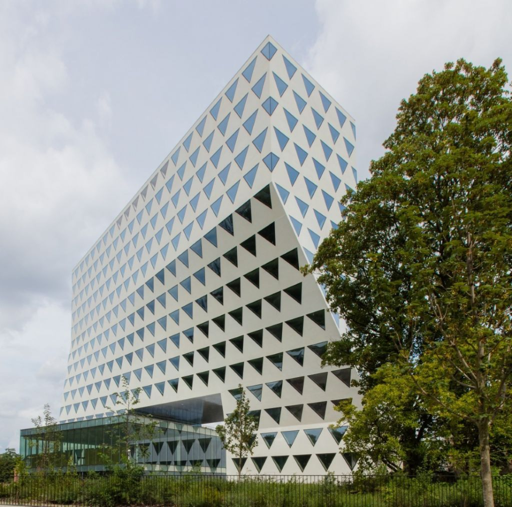 Het Provinciehuis in Antwerpen, ontworpen door Xaveer De Geyter Architectenbureau