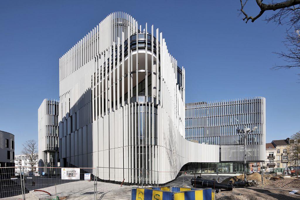 Centre administratif d'Etterbeek, conçu en association avec le Jaspers Eyers Architects