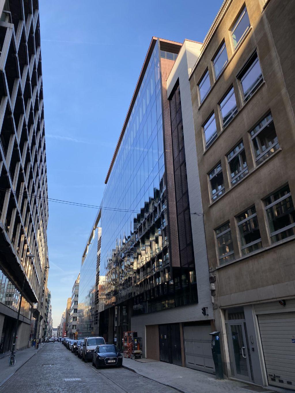 L'exiguïté de la parcelle et l'étroitesse de la rue ont rendu le chantier complexe.